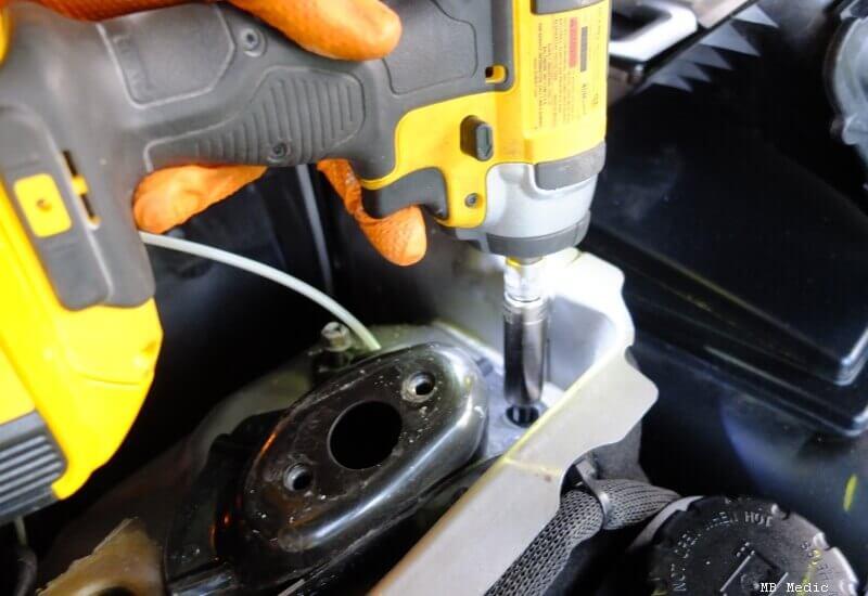 Desatornillando Suspension Mercedes